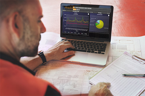 Contractor using construction accounting software with integrated business analytic software.