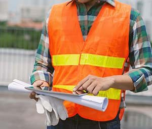 A construction contractor using invoicing software on the jobsite.