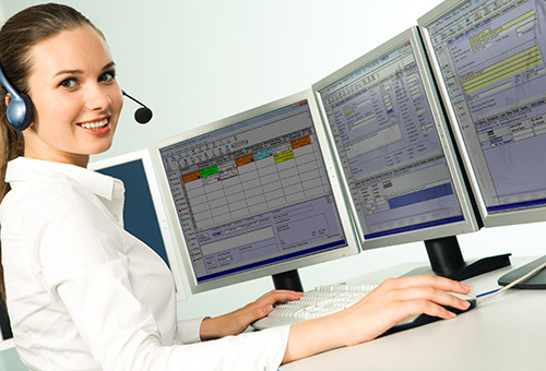 Dispatcher using plumbing contractor software to manage high volume service calls.