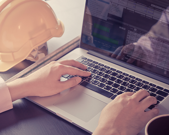 construction contractor using job cost accounting software